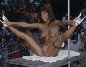 content/061815_august_1993_nudes_a_poppin_sunday_event/2.jpg