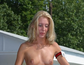 content/071014_photos_from_the_july_2003_nudes_a_poppin_show_shot_by_brian/1.jpg