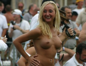 content/073015_nudes_a_poppin_august_2002_photos_shot_by_brian/1.jpg