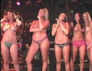 content/102716_real_wild_girls_spring_break_2004_vol_2/2.jpg