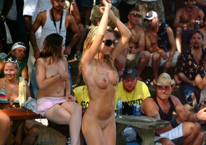 content/110115_amateur_wet_tshirt_contest_at_the_july_2007_show/0.jpg