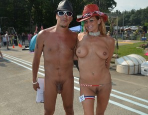 content/111215_photos_from_the_2014_nudes_a_poppin_show_shot_by_ernie/2.jpg