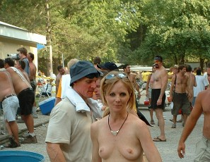 content/112215_july_2002_nudes_a_poppin_photos_shot_by_assdragon/3.jpg